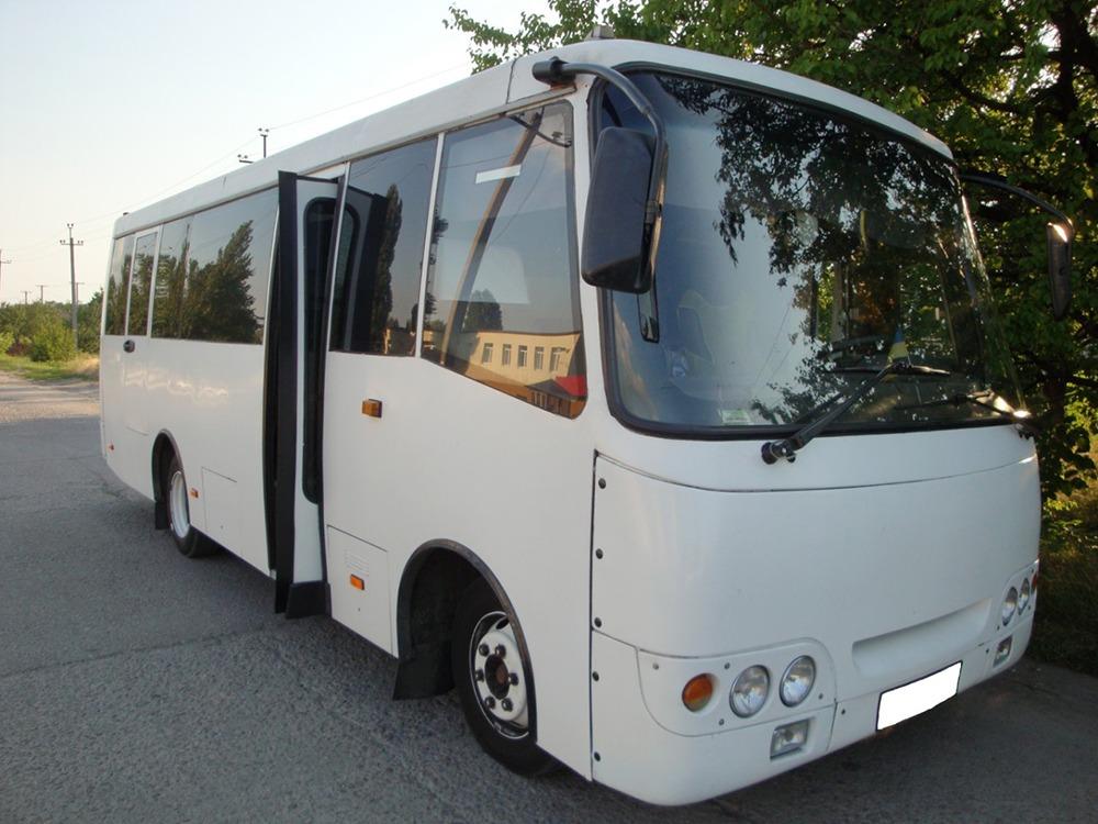 Заказать автобус недорого. Isuzu (белый). Компания Днепр-Море.