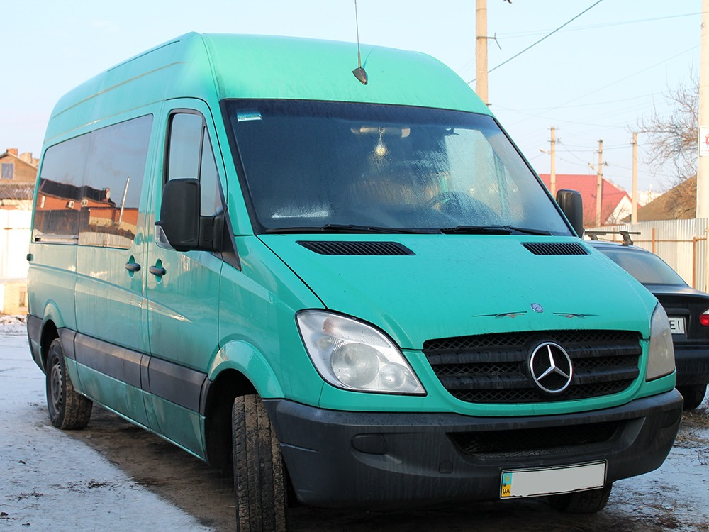 Заказать микроавтобус недорогоMercedes-Benz Sprinter 313 (зеленый). Компания Днепр-Море.