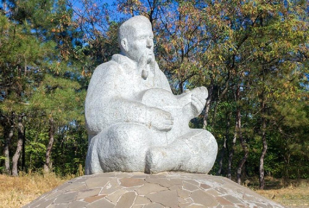 Памятник казаку Мамаю. Экскурсия с компанией Днепр-Море.