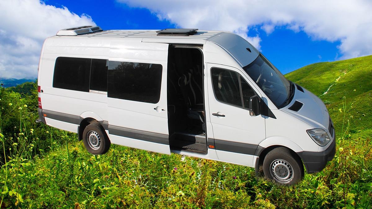 Заказать микроавтобус Mercedes 313 Extra-Long (белый). Компания Днепр-Море.